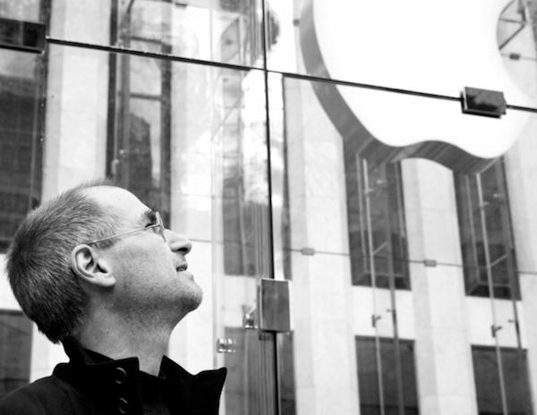 Steve-looking-at-Apple-logo