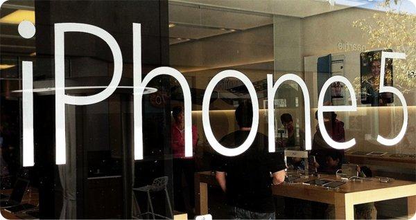 iPhone-5-Apple-Store-window-UTC-la-jolla-1024x768